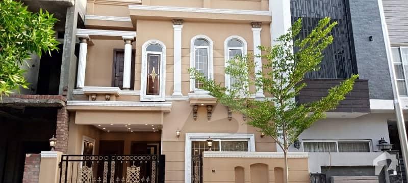 لیک سٹی - سیکٹر M7 - بلاک سی لیک سٹی ۔ سیکٹرایم ۔ 7 لیک سٹی رائیونڈ روڈ لاہور میں 4 کمروں کا 5 مرلہ مکان 1.2 کروڑ میں برائے فروخت۔