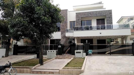 ایف ۔ 10/3 ایف ۔ 10 اسلام آباد میں 7 کمروں کا 1.09 کنال مکان 12 کروڑ میں برائے فروخت۔