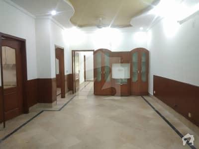 ڈی ایچ اے فیز 8 - بلاک ایم ڈی ایچ اے فیز 8 ڈیفنس (ڈی ایچ اے) لاہور میں 2 کمروں کا 10 مرلہ زیریں پورشن 40 ہزار میں کرایہ پر دستیاب ہے۔