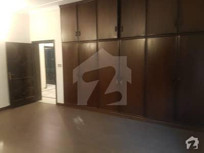 گلبرگ 5 گلبرگ لاہور میں 3 کمروں کا 10 مرلہ بالائی پورشن 60 ہزار میں کرایہ پر دستیاب ہے۔