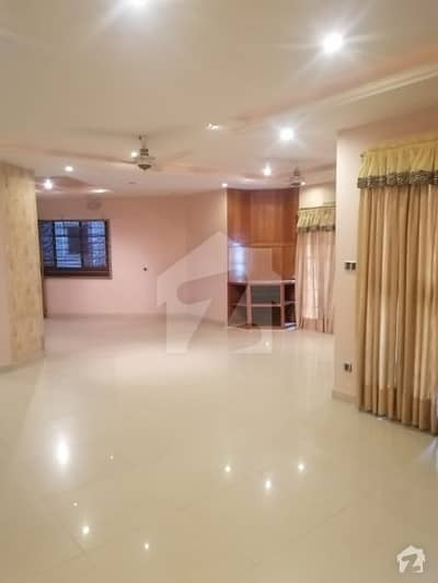 Two Kanal Commercial House For Rent Best For Office