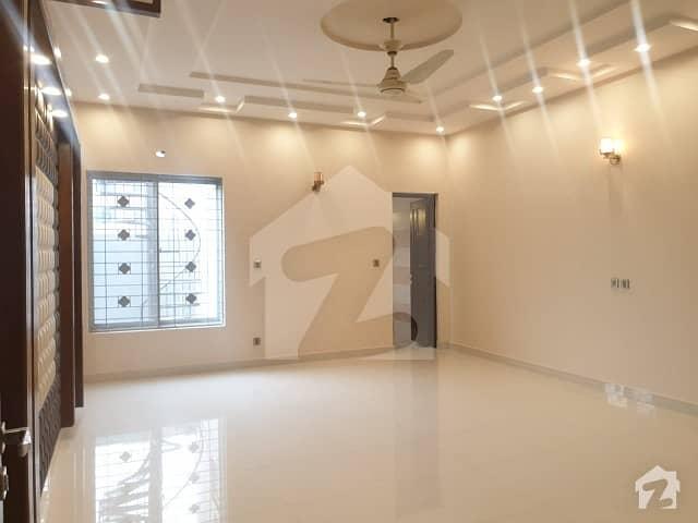 گلبرگ 4 گلبرگ لاہور میں 4 کمروں کا 2.5 کنال بالائی پورشن 2.2 لاکھ میں کرایہ پر دستیاب ہے۔