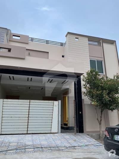 ریاض الجنہ فیصل آباد میں 6 کمروں کا 8 مرلہ مکان 1.8 کروڑ میں برائے فروخت۔