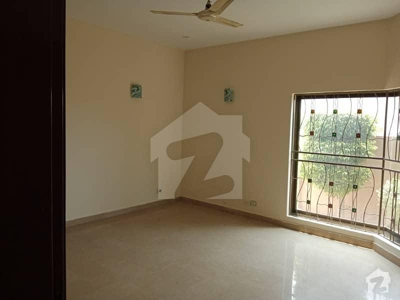 ڈی ایچ اے فیز 6 - بلاک جے فیز 6 ڈیفنس (ڈی ایچ اے) لاہور میں 5 کمروں کا 1 کنال مکان 4.75 کروڑ میں برائے فروخت۔