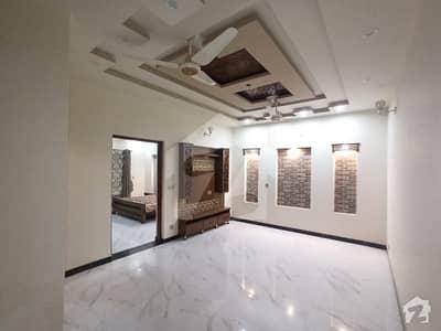 خیابانِ امین لاہور میں 3 کمروں کا 10 مرلہ بالائی پورشن 30 ہزار میں کرایہ پر دستیاب ہے۔
