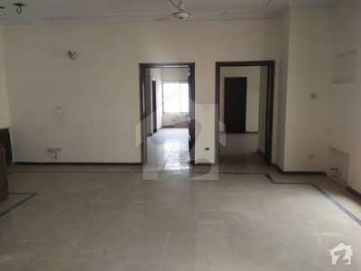 ڈی ایچ اے فیز 2 - بلاک وی فیز 2 ڈیفنس (ڈی ایچ اے) لاہور میں 3 کمروں کا 1 کنال بالائی پورشن 35 ہزار میں کرایہ پر دستیاب ہے۔
