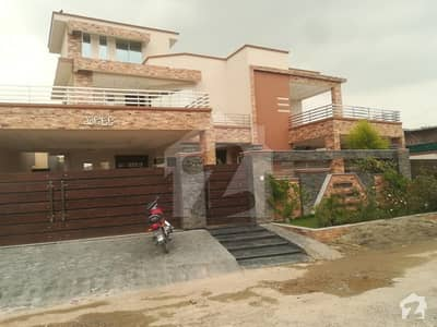 1 Kanal Double Unit With Double Entrance Gate With All Facilities