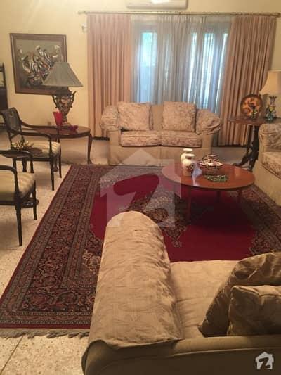 ڈی ایچ اے فیز 2 ڈی ایچ اے کراچی میں 6 کمروں کا 1.6 کنال مکان 9.25 کروڑ میں برائے فروخت۔