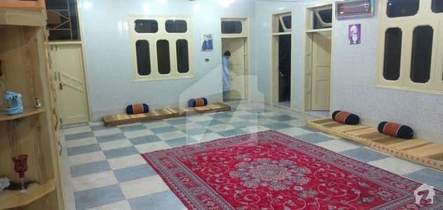 یونیورسٹی روڈ پشاور میں 7 کمروں کا 13 مرلہ مکان 1.7 کروڑ میں برائے فروخت۔