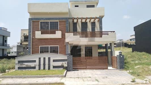 بحریہ ٹاؤن فیز 8 ۔ بلاک بی بحریہ ٹاؤن فیز 8 بحریہ ٹاؤن راولپنڈی راولپنڈی میں 5 کمروں کا 10 مرلہ مکان 2.3 کروڑ میں برائے فروخت۔