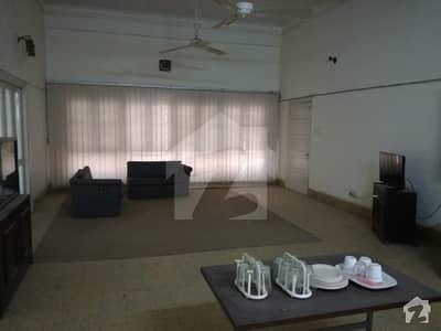 کلفٹن ۔ بلاک 5 کلفٹن کراچی میں 11 کمروں کا 3 کنال مکان 15 لاکھ میں کرایہ پر دستیاب ہے۔