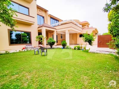 1 Kanal Renovated Luxurious Bungalow With Huge Size Lush Green Lawn