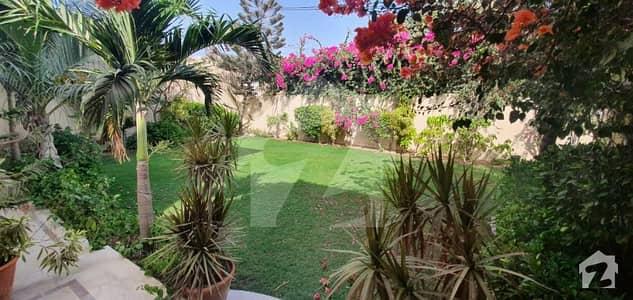 ڈی ایچ اے فیز 5 ڈی ایچ اے کراچی میں 6 کمروں کا 2 کنال مکان 16 کروڑ میں برائے فروخت۔