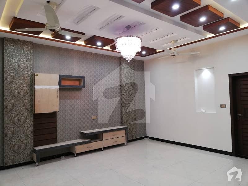 سٹی ہاؤسنگ سوسائٹی سیالکوٹ میں 10 مرلہ مکان 1.9 کروڑ میں برائے فروخت۔
