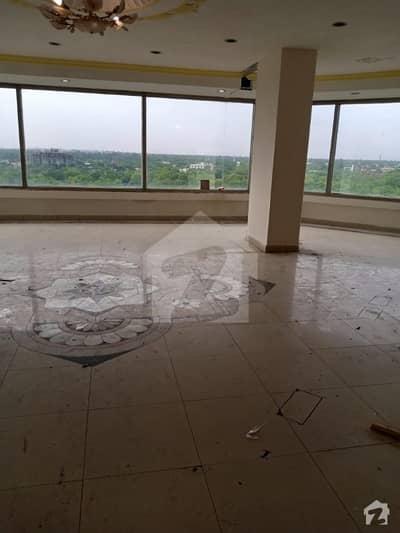 صدیق ٹریڈ سنٹر گلبرگ لاہور میں 2 کمروں کا 8 مرلہ فلیٹ 1.8 کروڑ میں برائے فروخت۔