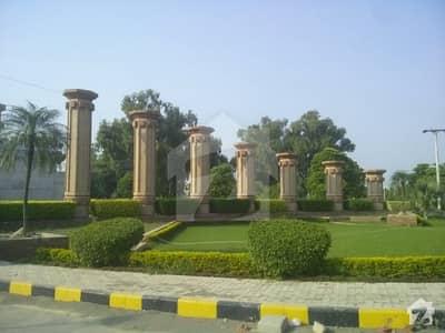 واپڈا سٹی فیصل آباد میں 8 کمروں کا 1 کنال مکان 3 کروڑ میں برائے فروخت۔