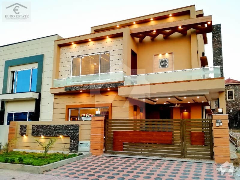 Designer 10 Marla Spacious House For Sale