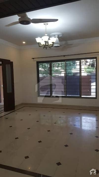 G-10 House For Sale   Size 35x70  6 Beds  2 Unit