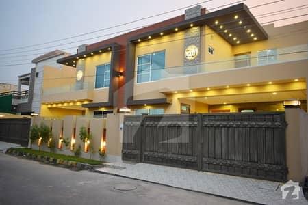 سحر وِلاز ملتان پبلک سکول روڈ ملتان میں 5 کمروں کا 10 مرلہ مکان 1.85 کروڑ میں برائے فروخت۔