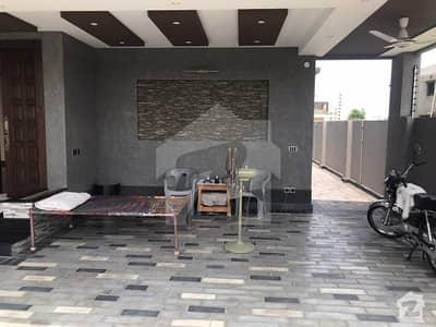 ڈی ایچ اے فیز 7 - بلاک آر فیز 7 ڈیفنس (ڈی ایچ اے) لاہور میں 6 کمروں کا 1.11 کنال مکان 4.75 کروڑ میں برائے فروخت۔