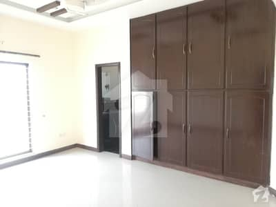 1 Kanal Upper Portion Ideal Location 3 Bed Rooms Dha Phase 8 Ex Air Avenue