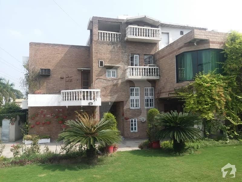 ڈیفینس آفیسر کالونی پشاور میں 6 کمروں کا 2.11 کنال مکان 13.5 کروڑ میں برائے فروخت۔