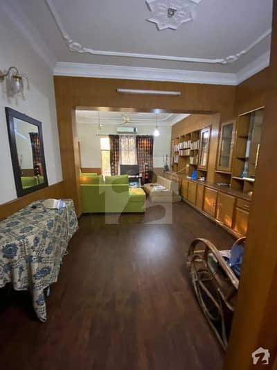گلبرگ 3 گلبرگ لاہور میں 2 کمروں کا 10 مرلہ بالائی پورشن 39 ہزار میں کرایہ پر دستیاب ہے۔