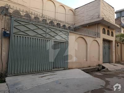 پولیس کالونی پشاور میں 10 مرلہ مکان 2 کروڑ میں برائے فروخت۔