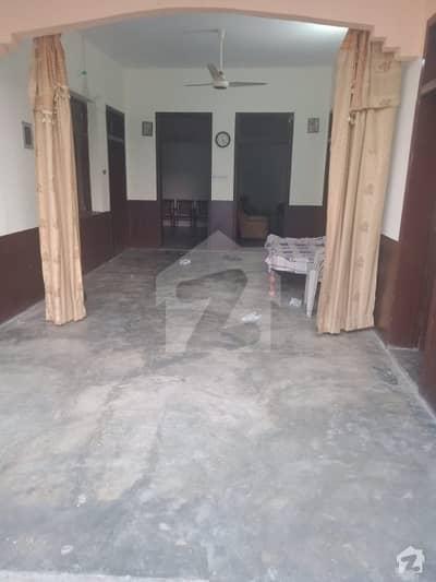 پسرور روڈ ڈسکہ میں 4 کمروں کا 8 مرلہ مکان 27 لاکھ میں برائے فروخت۔