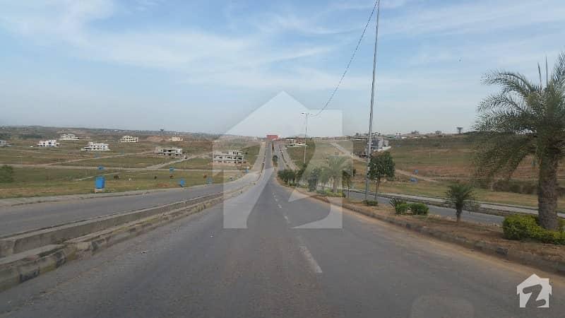 ڈی ایچ اے ڈیفینس فیز 5 ڈی ایچ اے ڈیفینس اسلام آباد میں 6 مرلہ کمرشل پلاٹ 4.9 کروڑ میں برائے فروخت۔