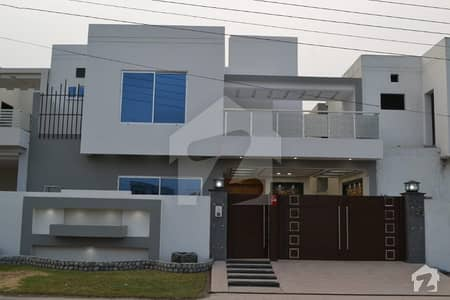 10 Marla Non Contractor Made Beautiful House For Sale