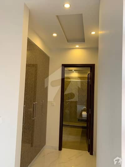1 Kanal Beautiful Corner Brand New House Available For Sale
