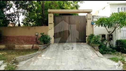 ایف ۔ 8/2 ایف ۔ 8 اسلام آباد میں 4 کمروں کا 1.85 کنال مکان 15 کروڑ میں برائے فروخت۔