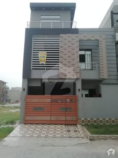 ایل ڈی اے ایوینیو لاہور میں 6 کمروں کا 5 مرلہ مکان 1.2 کروڑ میں برائے فروخت۔
