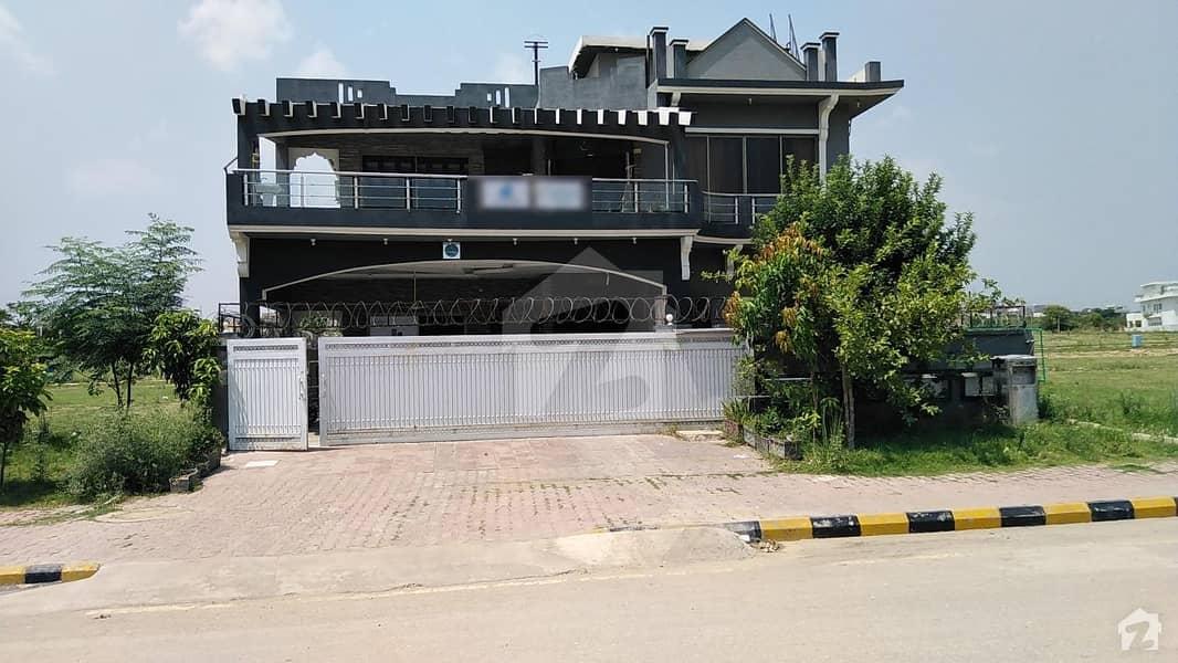 گلبرگ ریزیڈنشیا - بلاک ای گلبرگ ریزیڈنشیا گلبرگ اسلام آباد میں 6 کمروں کا 1 کنال مکان 4.5 کروڑ میں برائے فروخت۔