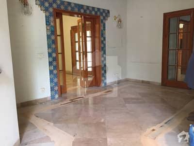 سرور کالونی کینٹ لاہور میں 6 کمروں کا 1.6 کنال مکان 2.25 لاکھ میں کرایہ پر دستیاب ہے۔