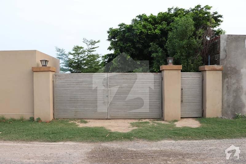 برکی روڈ کینٹ لاہور میں 16 کنال فارم ہاؤس 5.5 کروڑ میں برائے فروخت۔