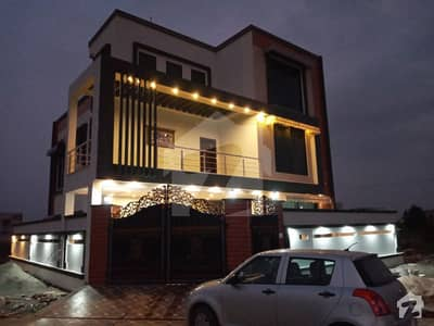 لاہور موٹر وے سٹی ۔ بلاک ٹی لاھور موٹروے سٹی لاہور میں 6 کمروں کا 10 مرلہ مکان 2 کروڑ میں برائے فروخت۔