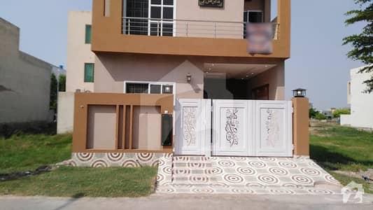 لیک سٹی - سیکٹر M7 - بلاک سی لیک سٹی ۔ سیکٹرایم ۔ 7 لیک سٹی رائیونڈ روڈ لاہور میں 5 کمروں کا 5 مرلہ مکان 1.25 کروڑ میں برائے فروخت۔