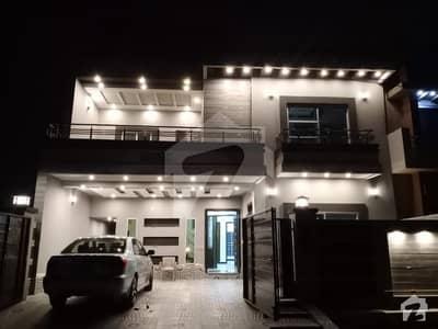 طارق گارڈن هاسنگ سکیم طارق گارڈنز لاہور میں 5 کمروں کا 10 مرلہ مکان 2.8 کروڑ میں برائے فروخت۔