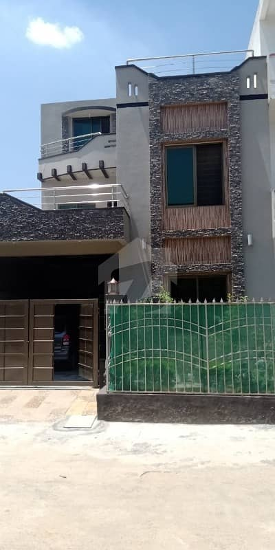 سوان گارڈن اسلام آباد میں 5 کمروں کا 6 مرلہ مکان 1.3 کروڑ میں برائے فروخت۔