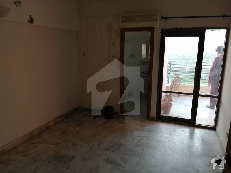 ایف ۔ 10 اسلام آباد میں 3 کمروں کا 10 مرلہ فلیٹ 1.4 کروڑ میں برائے فروخت۔