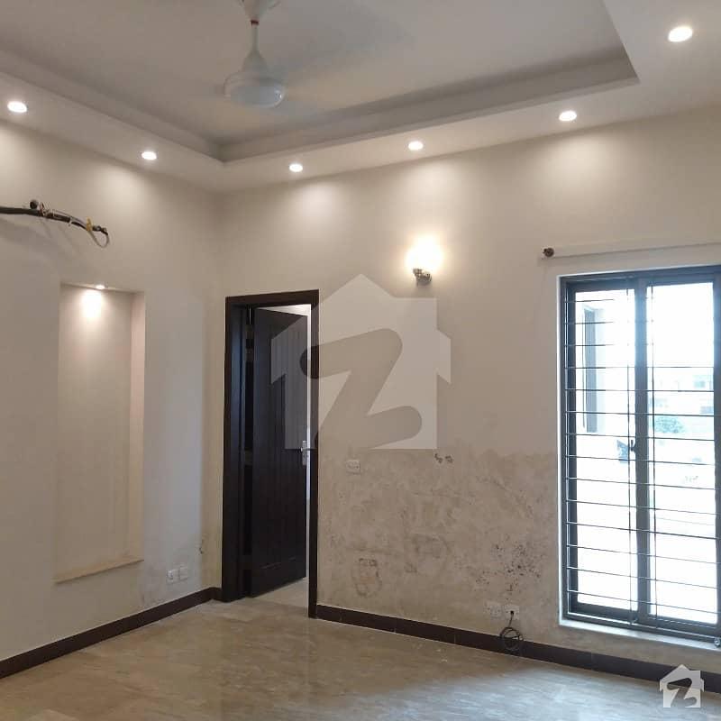 ڈی ایچ اے فیز 5 - بلاک ایل فیز 5 ڈیفنس (ڈی ایچ اے) لاہور میں 4 کمروں کا 1 کنال بالائی پورشن 1.1 لاکھ میں کرایہ پر دستیاب ہے۔