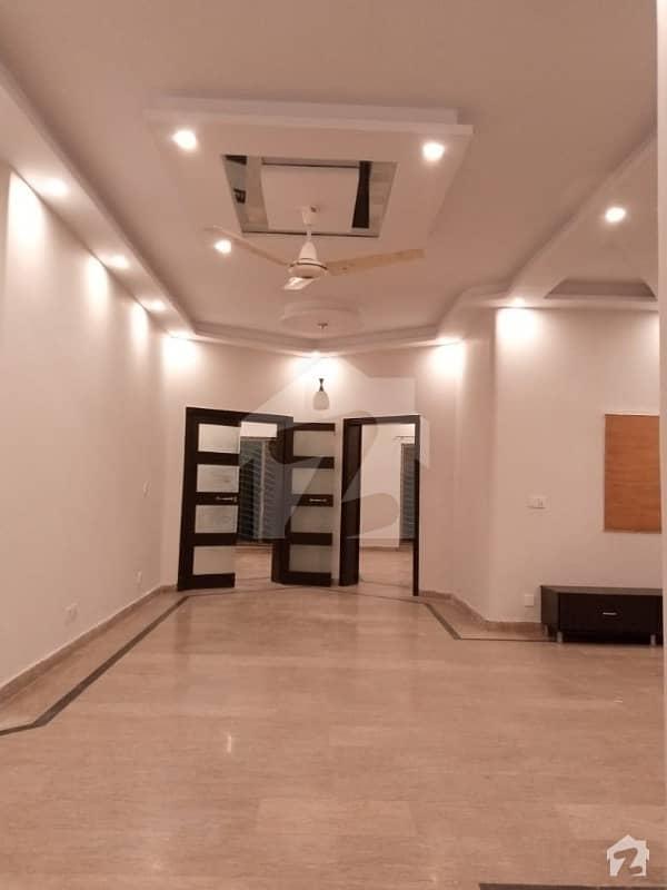اسٹیٹ لائف فیز 1 - بلاک اے اسٹیٹ لائف ہاؤسنگ فیز 1 اسٹیٹ لائف ہاؤسنگ سوسائٹی لاہور میں 3 کمروں کا 1 کنال بالائی پورشن 40 ہزار میں کرایہ پر دستیاب ہے۔