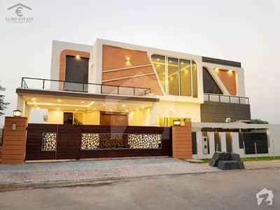 بحریہ ٹاؤن اسلام آباد میں 6 کمروں کا 1 کنال مکان 4.9 کروڑ میں برائے فروخت۔