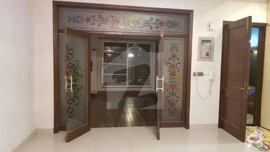 ایل ڈی اے ایوینیو ۔ بلاک اے ایل ڈی اے ایوینیو لاہور میں 2 کمروں کا 1 کنال زیریں پورشن 36 ہزار میں کرایہ پر دستیاب ہے۔