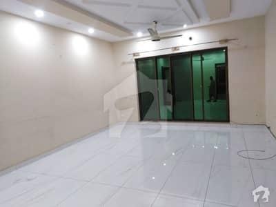 ائیر لائن ہاؤسنگ سوسائٹی لاہور میں 4 کمروں کا 1 کنال بالائی پورشن 70 ہزار میں کرایہ پر دستیاب ہے۔