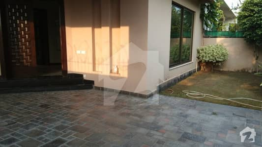 4 Bed Rooms Full House 10 Marla Near To Park