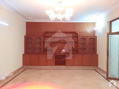 ریونیو سوسائٹی - بلاک بی ریوینیو سوسائٹی لاہور میں 3 کمروں کا 1 کنال زیریں پورشن 57 ہزار میں کرایہ پر دستیاب ہے۔