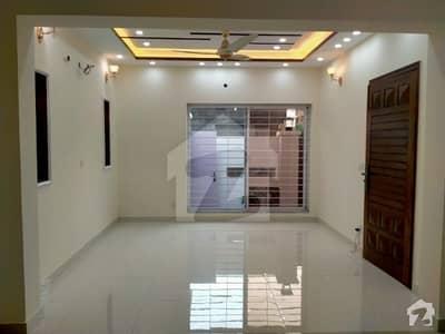 پنجاب یونیورسٹی فیز 2 - بلاک ڈی پنجاب یونیورسٹی سوسائٹی فیز 2 پنجاب یونیورسٹی ایمپلائیز سوسائٹی لاہور میں 5 کمروں کا 10 مرلہ مکان 80 ہزار میں کرایہ پر دستیاب ہے۔